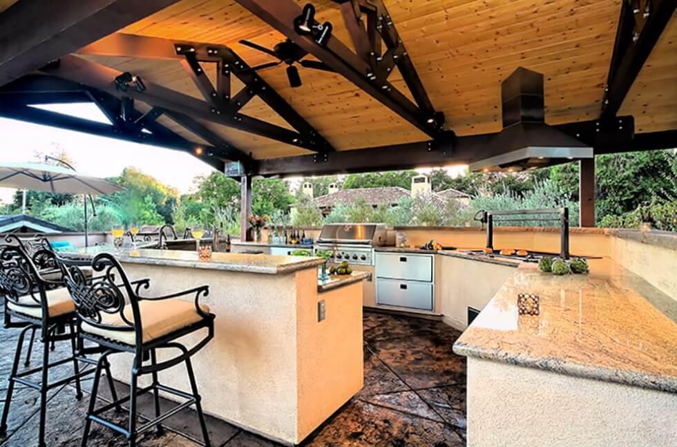 Luxury Outdoor Kitchen - Buddha Builders